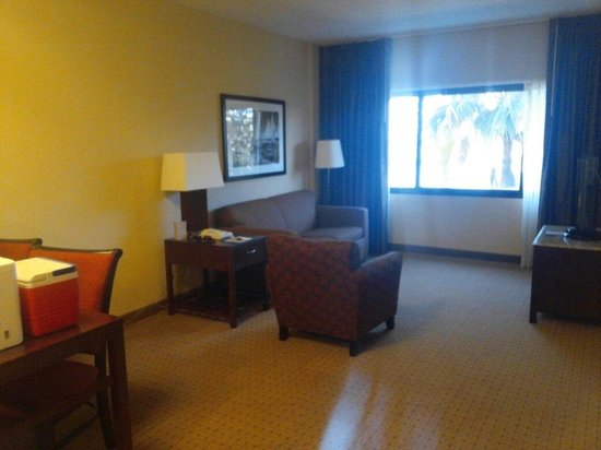 DoubleTree Suites by Hilton Tampa Bay: Living area