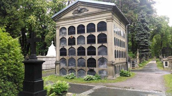 Rakowicki Cemetery: Cemetery condo