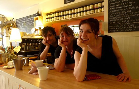 Beckett's coffee shop : Brody, Julie and Jess