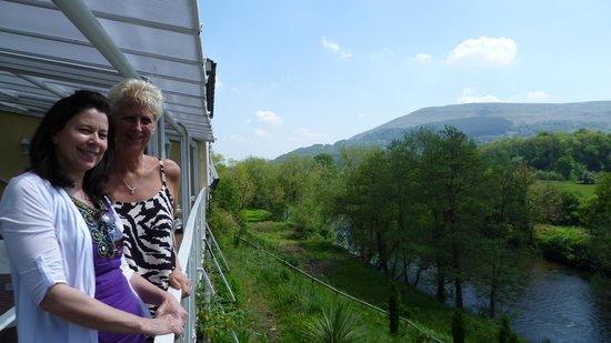 Llanwenarth Hotel & Riverside Restaurant : Riverside views