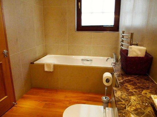 Plum Park Hotel: Bath