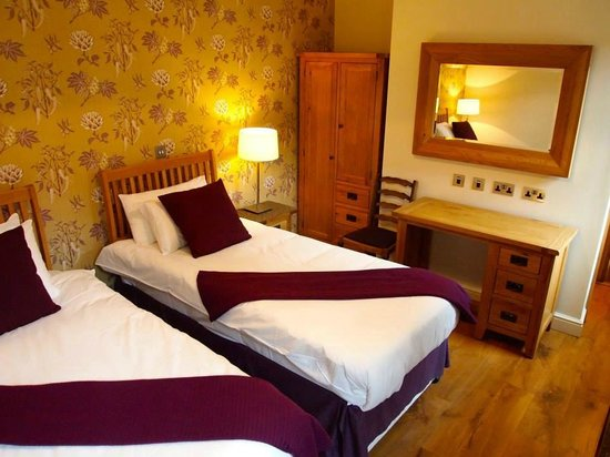 Plum Park Hotel: Twin bedroom