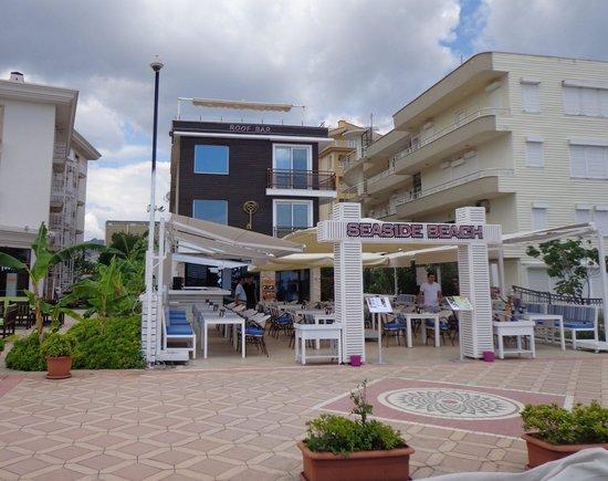 Cle Seaside Hotel: Beach bar