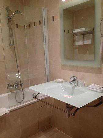 Hotel Beaubourg : Bathroom