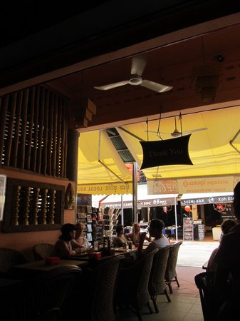 Khmer Idea Restaurant: View looking out onto Pub Street