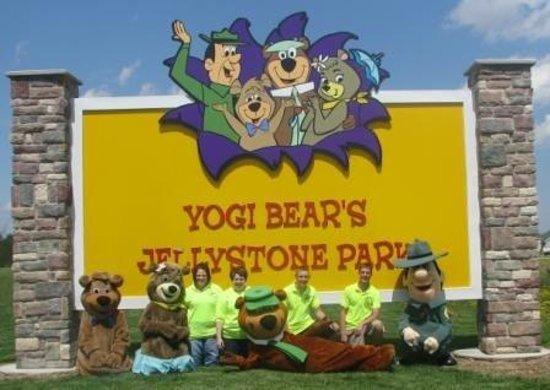 Yogi Bear's Jellystone Park Camp Resort at Barton Lake: Entrance Sign
