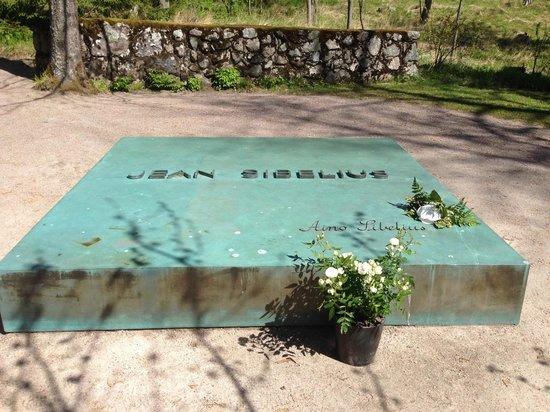 Ainola (Jean Sibelius House) : The grave of Jean and Aino