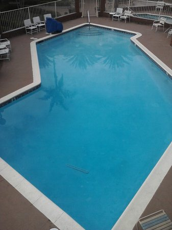 Americas Best Value Inn & Suites: The wonderful sparkling clean pool
