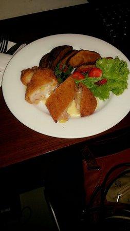D'Anaya Hotel Bogor : Promo of the month (May 2014) ... chicken fruit rolls ... only 35k IDR