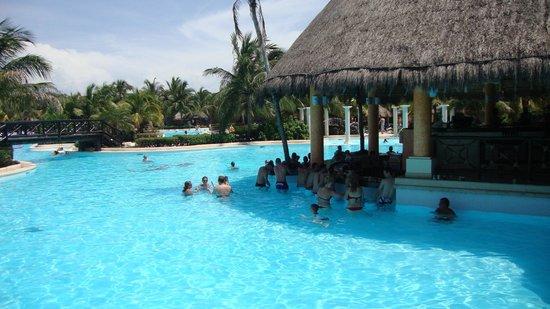 Grand Palladium Colonial Resort & Spa : Hotel Pool 2011