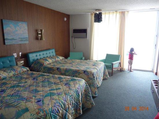 Sugarloaf Lodge: room