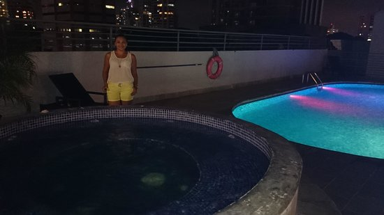 DoubleTree By Hilton Panama City: Piscina en la noche.