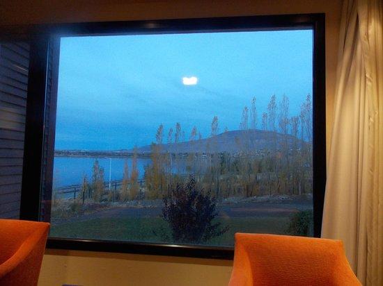 Xelena Hotel & Suites: Vista da janela do apartamento. Parece um quadro!