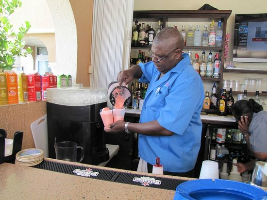 Divi Little Bay Beach Resort: Bartender at the poolside bar