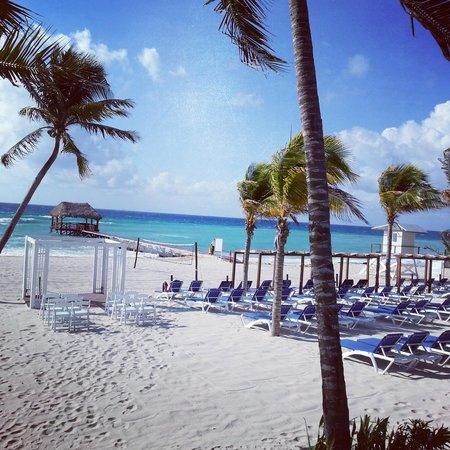 Azul Beach Resort The Fives Playa Del Carmen: Beach set for a wedding