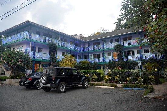 Garden Island Inn: HOTEL FACADE