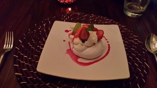 Hitgeheim Country Lodge : The best pavlova ever!!