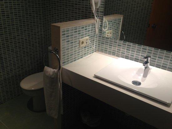 PrimaSol Cala d'Or Gardens : Lovely big bathroom !!