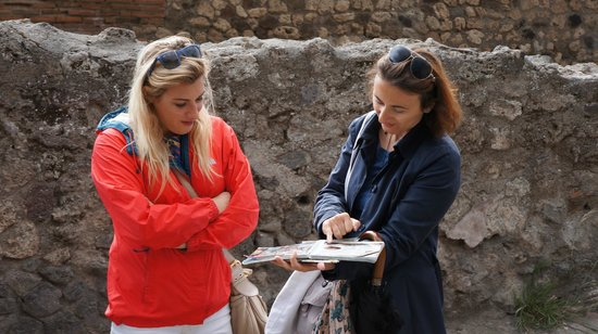 Sorrento Silver Star Tours: Libby walks us through the architecture of Pompeii.  She's great!!