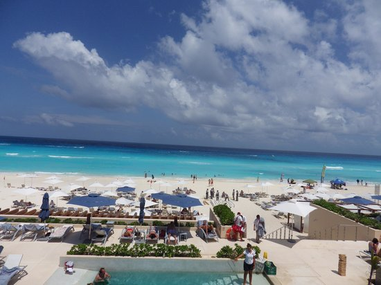Secrets The Vine Cancún: View from the pool