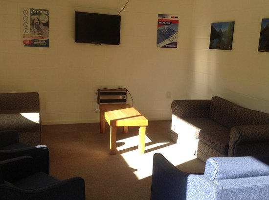 Geraldine Kiwi Holiday Park & Motel: TV Room