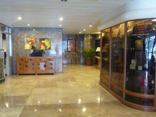 Copacobana Apartment Hotel: L'entrata dell'hotel