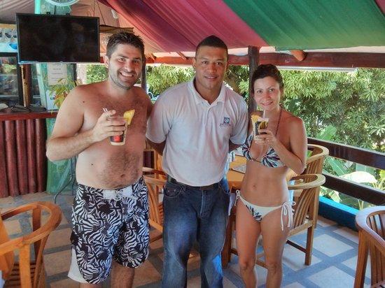Hotel California: en la piscina con nuestra piña colada preparada por Gilberto
