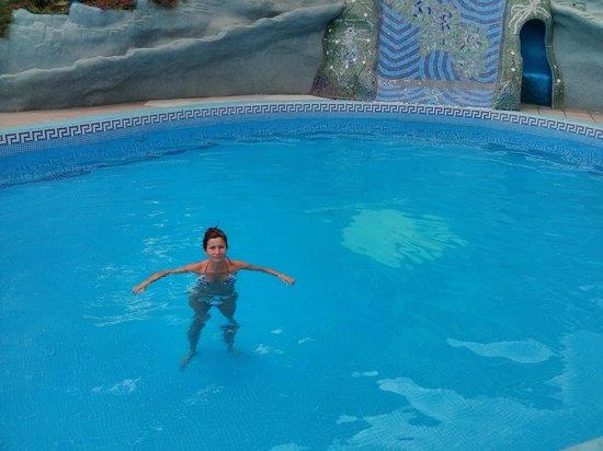 Hotel California: bañito en la piscina
