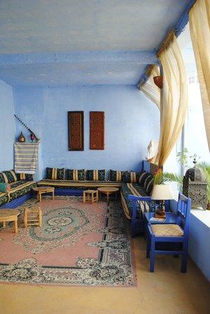 Pension Dar Omar Khayam: overdekte gedeelte van de binnentuin waar je heerlijk kan zitten.