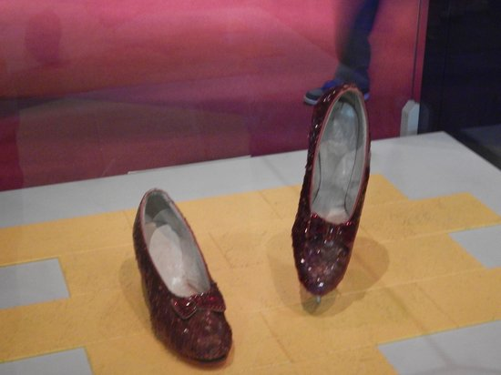 National Museum of American History : Dorothy's Ruby Slippers
