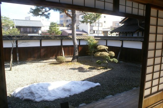 Takayama Jinya : courtyard gardens