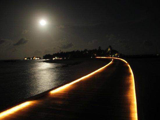 Huvafen Fushi Maldives: Luna llena