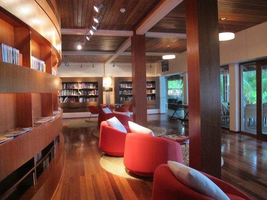 Huvafen Fushi Maldives: Biblioteca