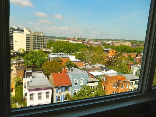 University Inn Washington DC: View from our 7th floor suite
