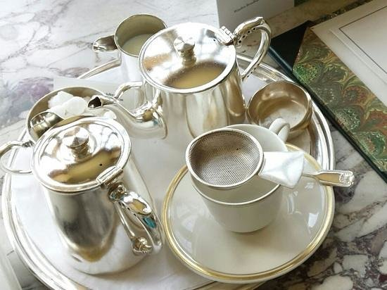 Hartwell House: early morning tea