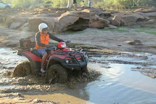 Kalbarri Quadbike Safaris: Looking forward to get into the puddle.