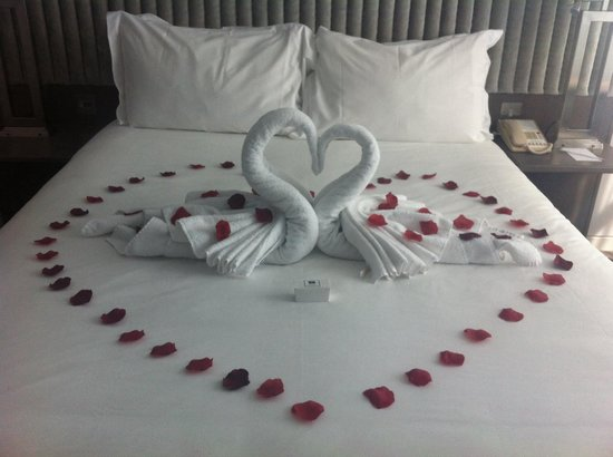 The Spencer Hotel Dublin IFSC: This is our bed decorated for our anniversary