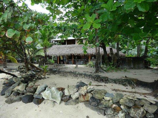 La Princesa de la Isla: Vista desde la playa del área de comedor y cocina