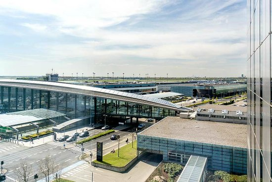 Clarion Hotel Copenhagen Airport : Hotel is connected to airport, train and metro