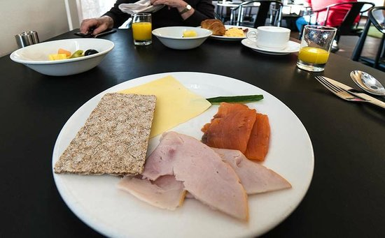 Clarion Hotel Copenhagen Airport: Start of breakfast in executive lounge
