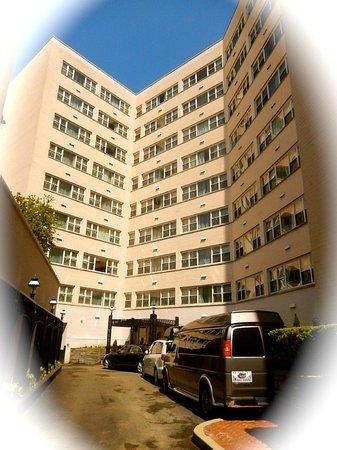 George Washington University Inn : Hotel - set back, very quiet - fabulous