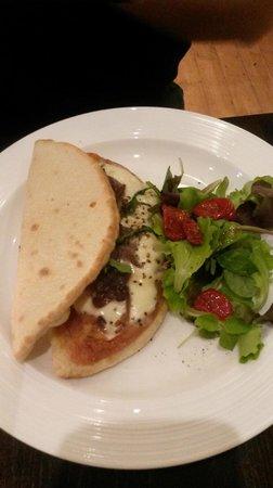 Guliano: Dolomiti (calzone with parma ham & mozzarella)