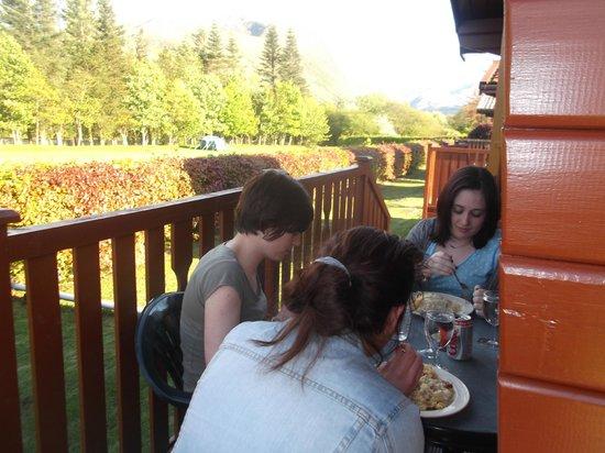Lochy Holiday Park : Patio area