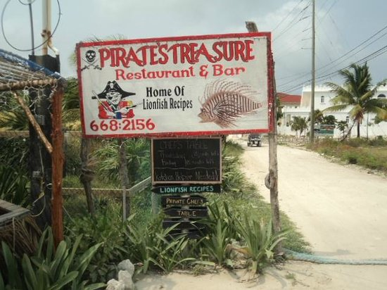 Pirate's Treasure Restaurant and Chilled Bar: Road Sign