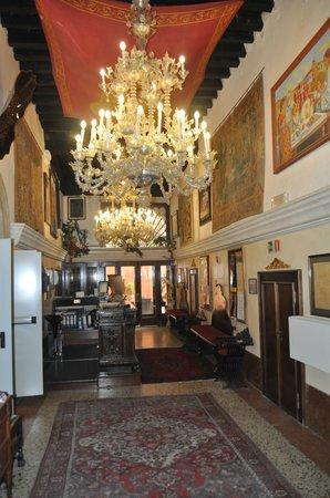 San Cassiano Residenza d'Epoca Ca' Favretto : Lobby - Looking away from Grand Canal