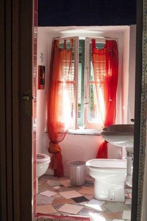 B&B Rifugio Uscio: Lovely bathroom