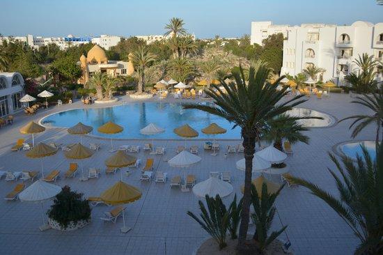 Isis Hotel Thalasso and Spa: Piscine vue de la chambre