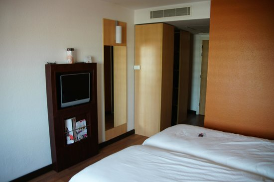 ibis Budapest Heroes Square: spacious room