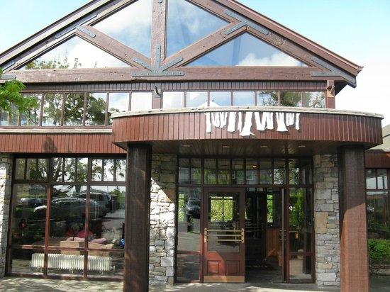 Westport Woods Hotel: Front