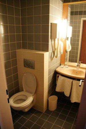 ibis Budapest Heroes Square: Nice bathroom